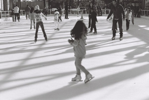 Skating at Reston Town Center/Credit: Vballslife vis Flickr