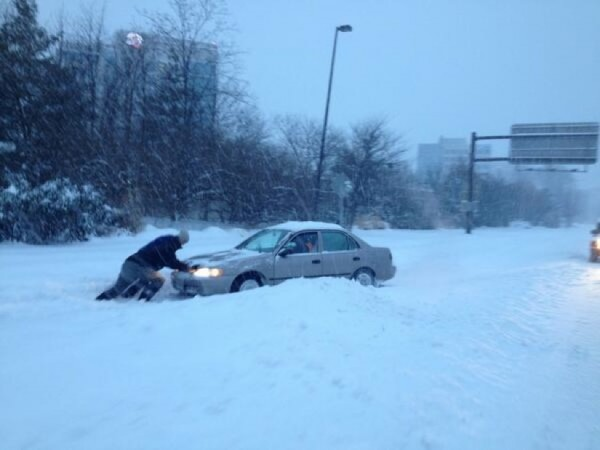 Car stuck trying to get onto Dulles Toll Road at Reston Parkway/Credit: Peggy Fox via Twitter