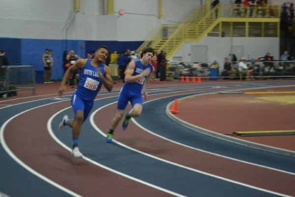 SLHS runners at indoor track regionals/Credit: Gabrielle Lozama
