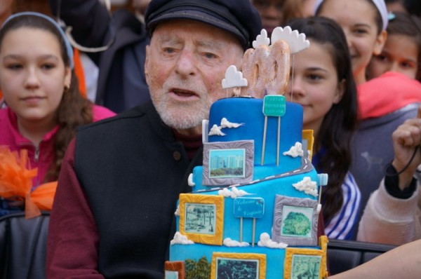 Bob Simon and birthday cake