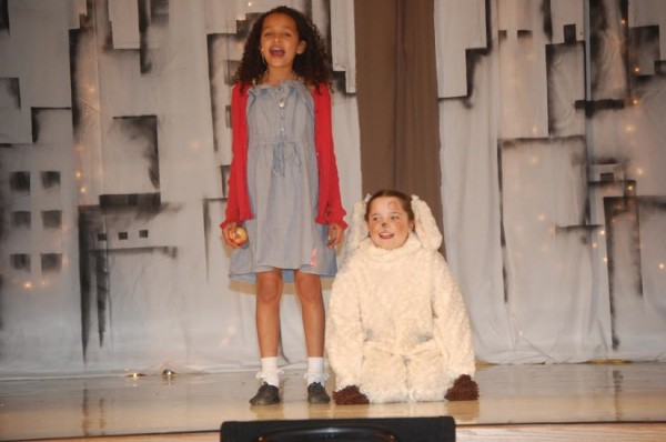 "Lake Anne students perform in ""Annie""/Credit: Grace Yakubisin"