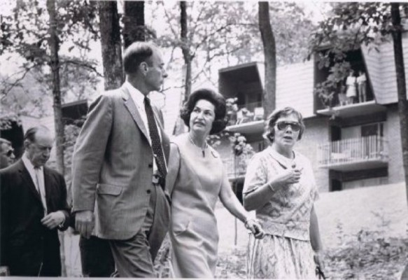 Bob Simon gives First Lady Lady Bird Johnson a tour of Reston in 1967