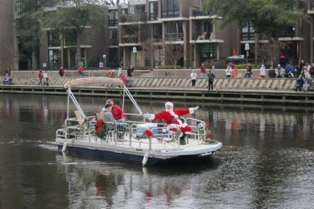 Santa arrives by boat in 2013/Credit: Lake Anne Plaza