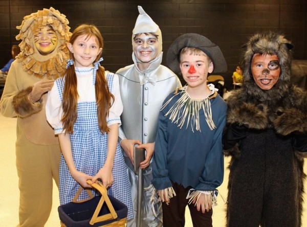 "Hunters Woods Students in ""Wizard of Oz""/Credit: HWES"