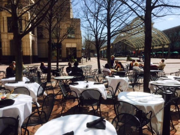 Outdoor seating at Paolo's Reston Town Center