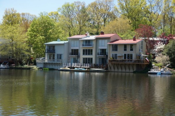 Lake Anne houses