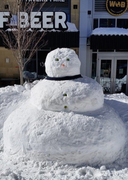 Reston's Big Snowman/Photo by Ed Schudel