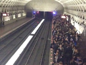 Packed Metro platform in DC March 14/Credit: Johab Silva via Twitter