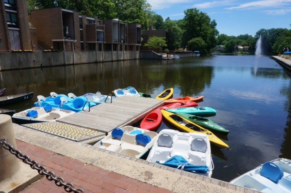 Boats for rent at Lake Anne Plaza