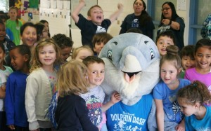 Lake Anne students with the school mascot
