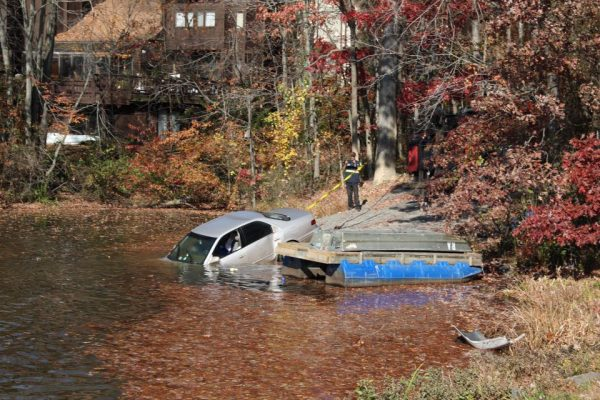 car-being-recovered-from-lake-anne-credit-reston-association