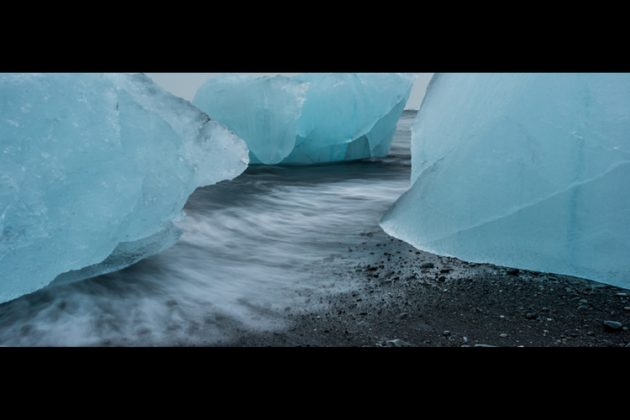 Photographer Avner Ofer – panorama of glacier pieces along the beach