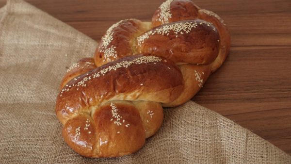 Challah Bread (Photo via Pixabay/dinar_aulia)